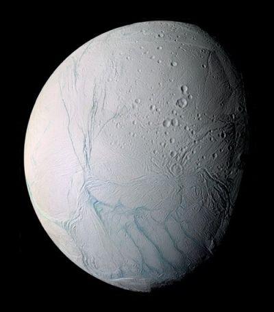 엔셀라두스 근접사진