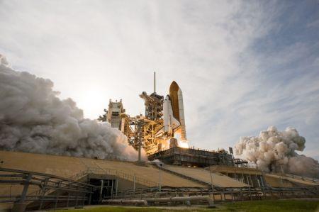 STS-127을 수행할 엔데버 호